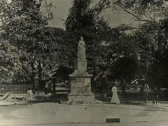 http://nlj.gov.jm/Digital-Images/d_0003456_statue_queen_victoria.jpg