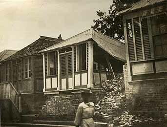 http://nlj.gov.jm/Digital-Images/d_0003452_some_smaller_houses.jpg