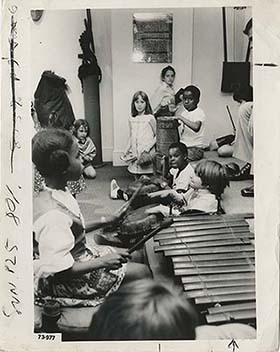 d_0005119_children_performing.jpg
