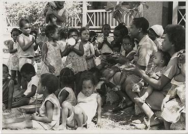 d_0005064_children_gathered_around.jpg