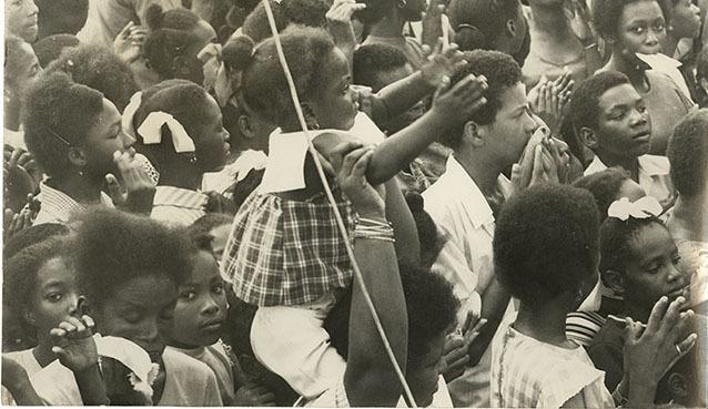 d_0004575_large_crowd_of_children.jpg