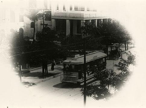 http://nlj.gov.jm/Digital-Images/d_0002950_tramcar_on_king_street.jpg