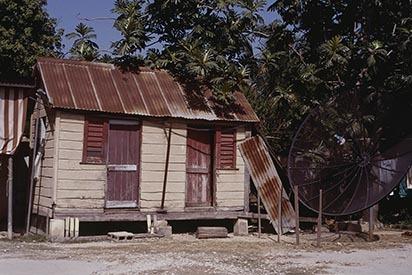 d_0006151_black_river_cottage_tv_dish.jpg
