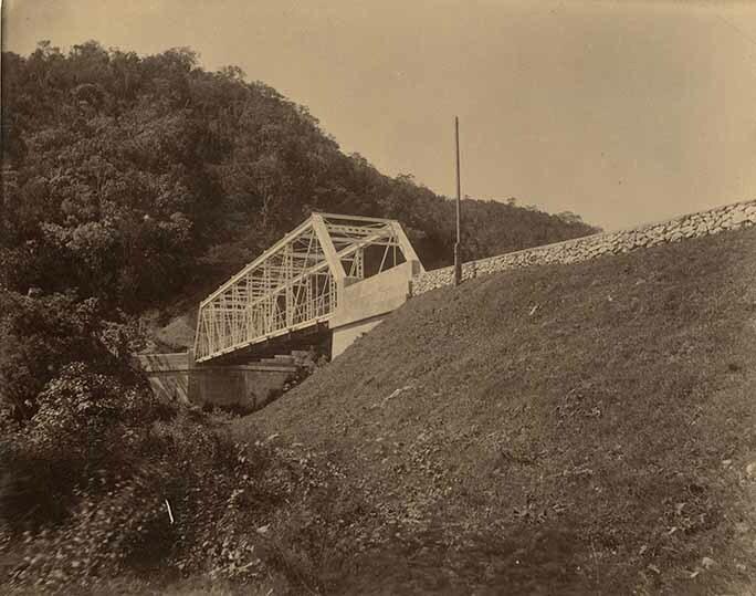 http://nlj.gov.jm/Digital-Images/d_0003969_yallahs_river_bridge.jpg