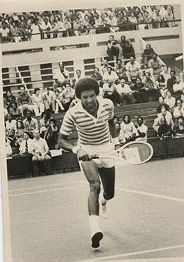 d_0006074_arthur_ashe_playing_tennis.jpg