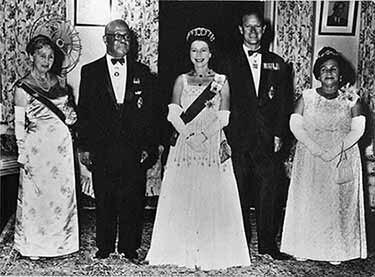d_0002644_queen_elizabeth_1966.jpg