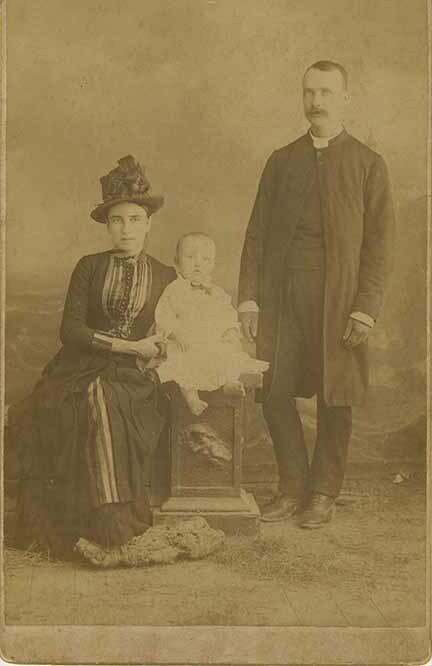 http://nlj.gov.jm/Digital-Images/d_0004027_war_family.jpg