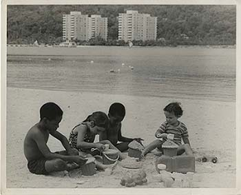 d_0005089_kids_at_the_beach.jpg