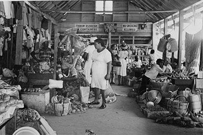 d_0007814_typical_friday_scene_claremont_market.jpg