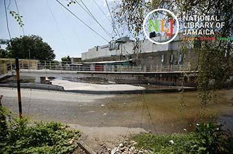 d_0005035_grants_pen_road_pedestrian_bridge.JPG