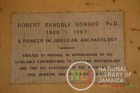d_0005828_plaque_robert_howard.JPG