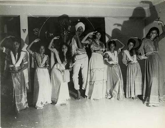 http://nlj.gov.jm/Digital-Images/d_0003410_group_east_indians_dance.jpg
