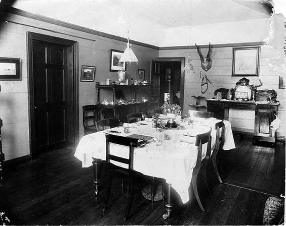 d_0007813_typical_dining_room_stones_hope_manchester_1920.jpg