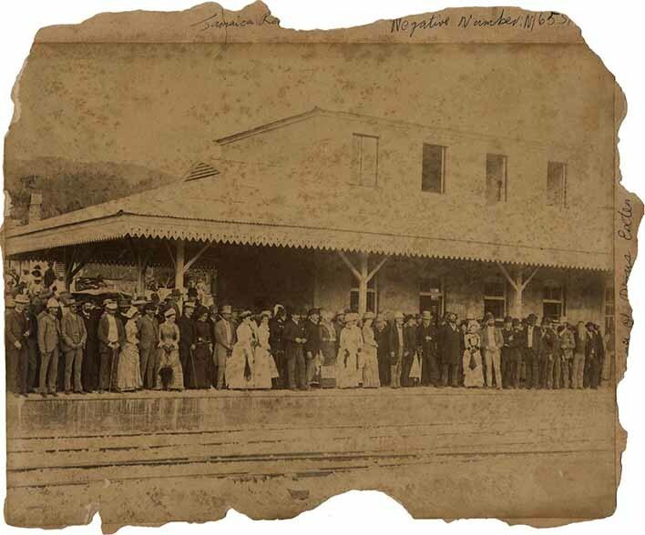 http://nlj.gov.jm/Digital-Images/d_0002712_jamaica_railways_porus.jpg