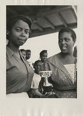 d_0006531_ms_lou_trophy_young_lady.jpg