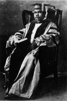 http://nlj.gov.jm/Digital-Images/d_0001920_marcus_garvey_gown2.jpg