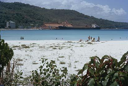 d_0007151_ocho_rios_beach_bauxite_terminal.jpg