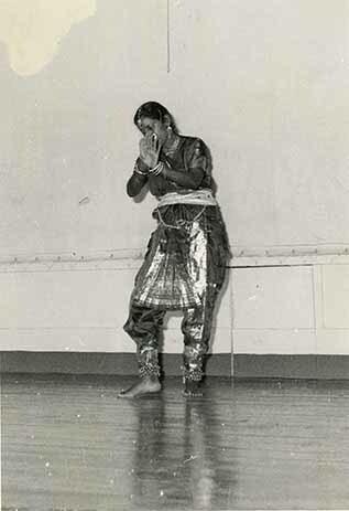 http://nlj.gov.jm/Digital-Images/d_0003554_indian_folk_dance2.jpg