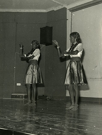 d_0007806_two_indian_girls_performing_traditional_dance_ioj_1975.jpg
