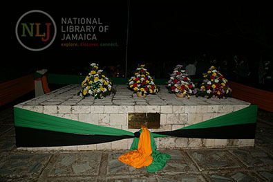 d_0004637_wreaths_on_african_tombstone_at_seville_3.JPG