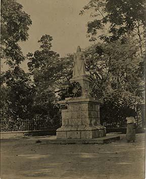 http://nlj.gov.jm/Digital-Images/d_0003446_queen_victorias_statue.jpg