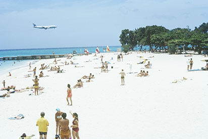 d_0007087_mobay_doctors_cave_beach_pan_am_airliner.jpg