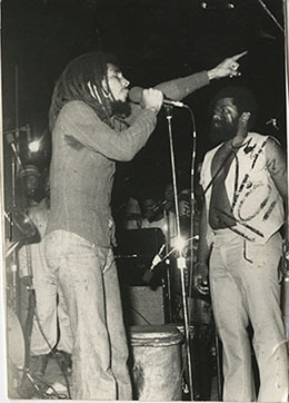 d_0006416_bob_marley_performing_at_concert.jpg