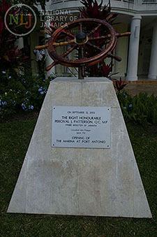 d_0004368_plaque_port_antonio_marina.JPG