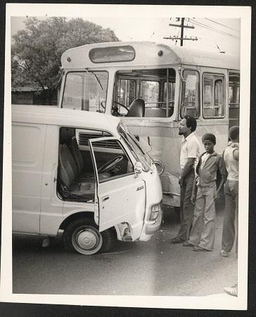 d_0008091_toyota_hiace_continental_bus_collision.jpg