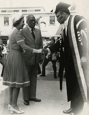 d_0007821_vice_chancellor_az_preston_meets_queen_elizabeth_ii_on_campus.jpg