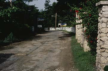 d_0007314_west_end_negril_road_walls_seaward_side.jpg