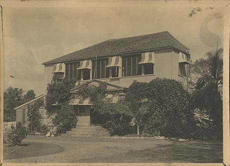 d_0006785_co_house_front_after_earthquake.jpg