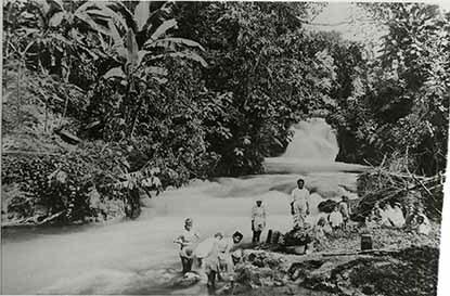 http://nlj.gov.jm/Digital-Images/d_0003332_wash_day_white_river.jpg