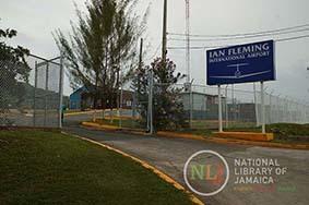 d_0004509_ian_fleming_int_airport.JPG