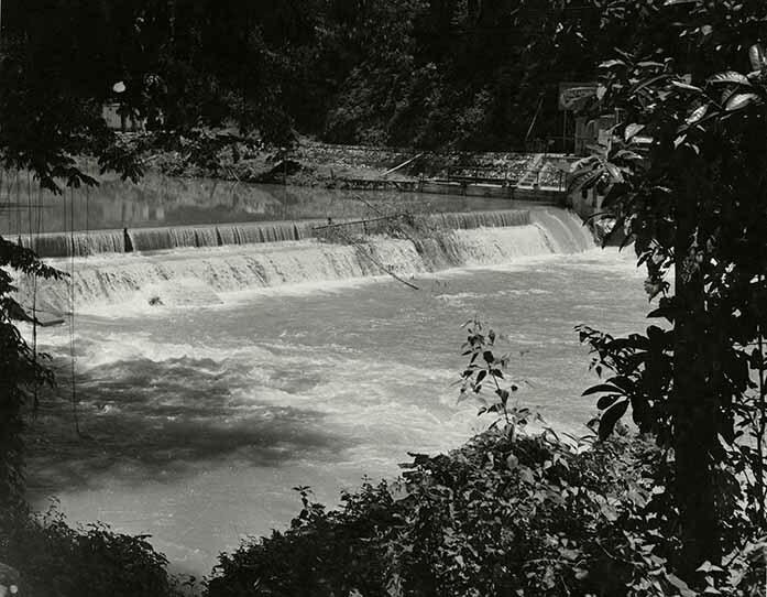 http://nlj.gov.jm/Digital-Images/d_0003899_maggoty_power_falls.jpg