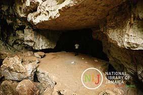 d_0004530_entrance_cave_worthy_park_estate.JPG