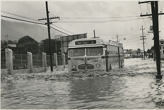 d_0007567_storms_lood_winward_road_flooded.jpg