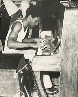 d_0006028_harold_butler_playing_piano.jpg