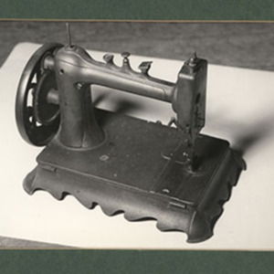 d_0007328_old_time_sewing_machine.jpg