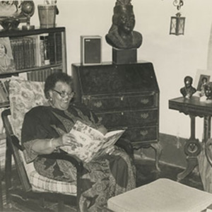 d_0006511_miss_lou_reading_home.jpg