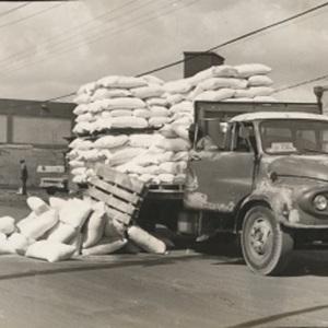 d_0008017_flour_truck_kingston_wharves.jpg