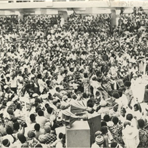 d_0006379_pm_michael_manley_addressing_workers.jpg