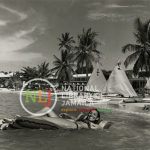 d_0008252_easy_way_float_shaw_park_beach_club.jpg