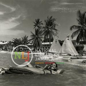 d_0008252_easy_way_float_shaw_park_beach_club.jpg