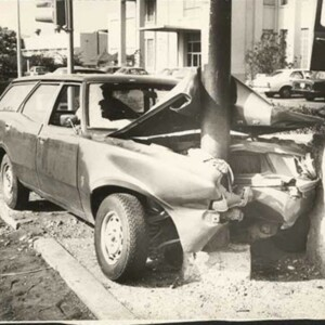 d_0008098_light_pole_car_crash.jpg