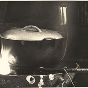 d_0007336_traditional_dutch_iron_cooking_pot.jpg