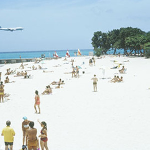 d_0007087_mobay_doctors_cave_beach_pan_am_airliner.jpg