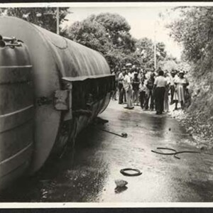 d_0008093_overturned_truck.jpg
