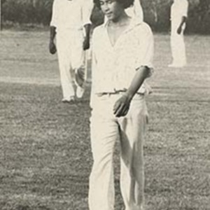 d_0006745_myron_chin_playing_cricket.jpg