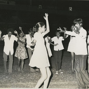 d_0007553_carifesta_1976_indians_practicing_their_dance.jpg